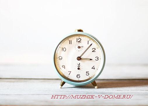 старинные часы-будильник 90-х