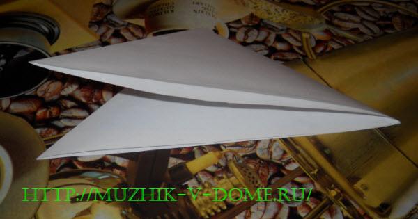 как сложить бумагу для вырезания новогодней снежинки