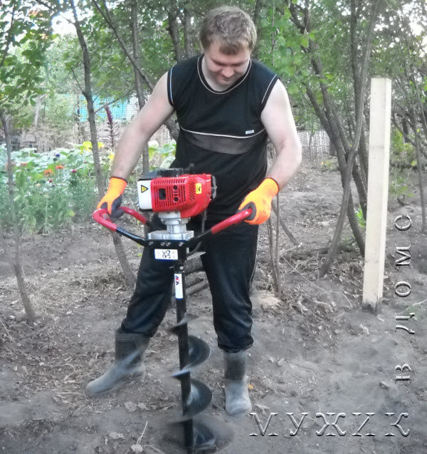 бензиновый мотобур Ada grounddrill 5 со шнеком диаметром 200 мм