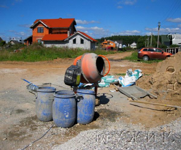 приготовление цементного раствора в бетономешалке