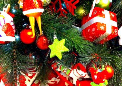 новогоднее украшение ели