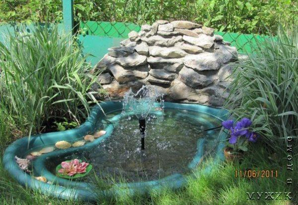 небольшой пруд на даче своими руками из готовой формы, ванны, емкости