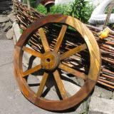 украшение сада колесо своими руками