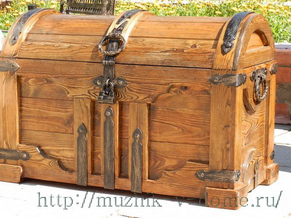 сундук из деревянного массива
