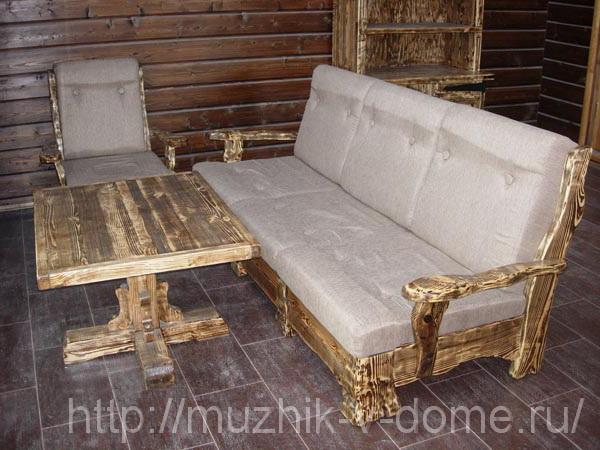 диван и стол из деревянного массива