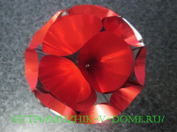 елочная игрушка красный шар из конусов