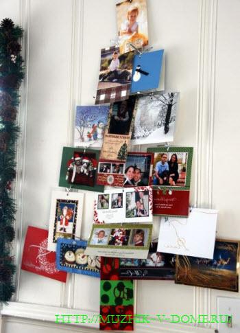 Новогодняя елка на стене из открыток, картинок, фотографий