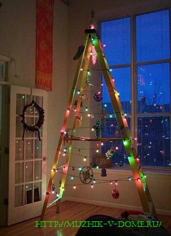 Как своими руками сделать елку из стремянки на новый год