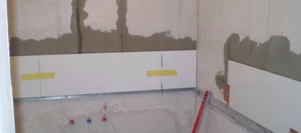 Как правильно класть плитку на стену своими руками