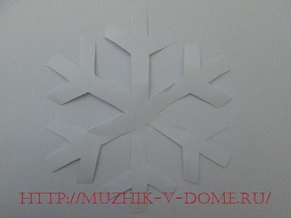 основа будущей снежинки из бумаги