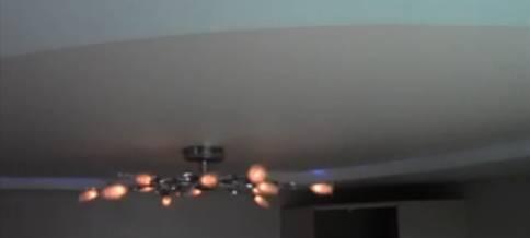 люстра на потолке натяжном