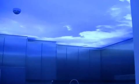 потолок небо в облаках
