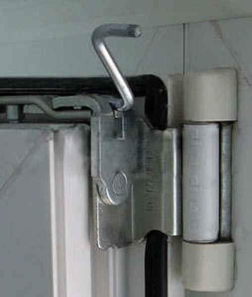 Регулировка пластикового окна по вертикали