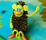 поделка обезьянка из шишки своими руками