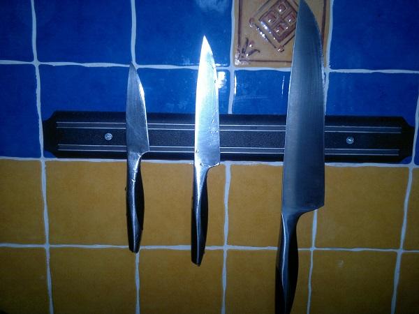 магнитные пластины для хранения ножей на кухне