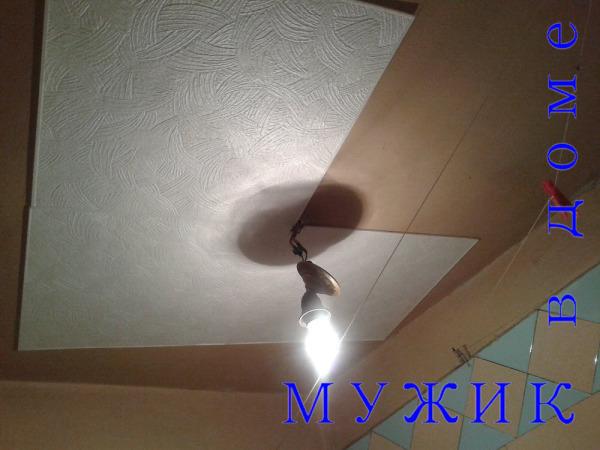 Поклейка потолочной плитки на потолок