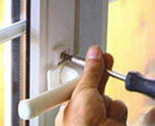 замена ручки пластикового окна