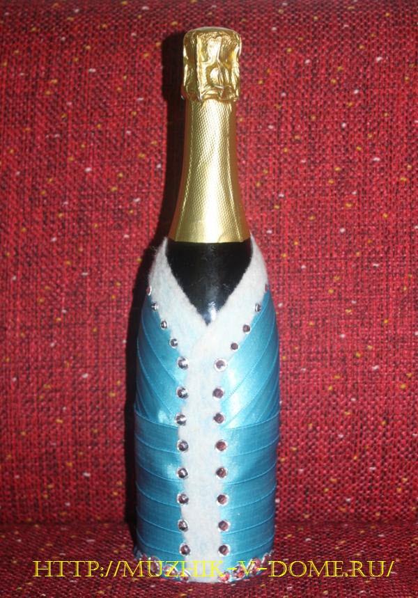 декорирование праздничной бутылки шампанского под снегурочку