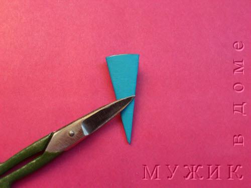 Как вырезать необычную снежинку из цветной бумаги