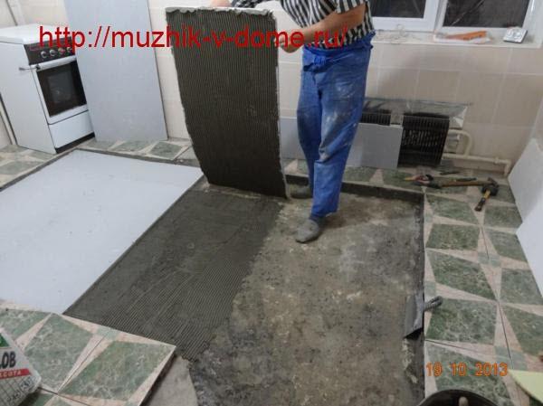 Приклеивание пенополистироловых плит утеплителя к бетонному основанию пола